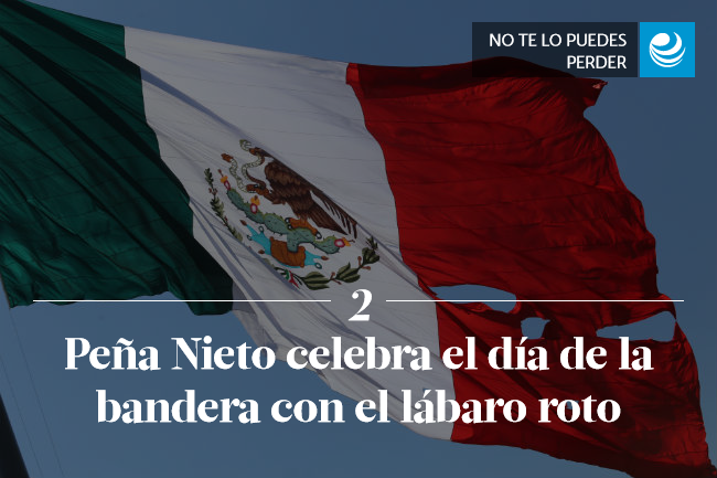 Peña Nieto celebra el día de la bandera con el lábaro roto
